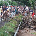 Puluhan Personel Polres Minsel Bantu Evakuasi Lokasi Bencana Banjir di Tenga dan Sinonsayang