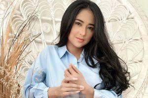 Gaya modis Dewi Perssik instagram