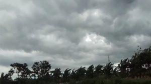 ilustrasi-hujan-disertai-angin-kencang-di-jawa-tengah_20171130_092817
